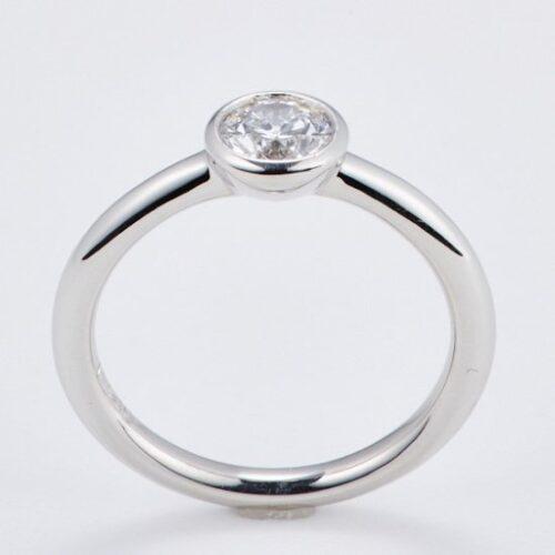 立爪ダイヤリングのリフォーム<br>(ダイヤ持ち込みでの婚約指輪の製作も)